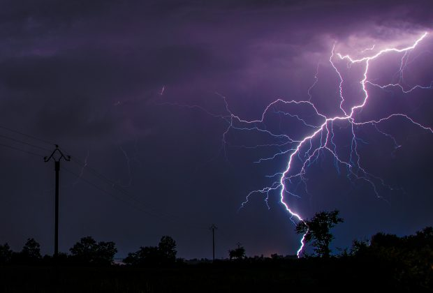 Gdzie jest obecnie burza Sprawdź Blitzortung - monitoring wyładowań atmosferycznych!
